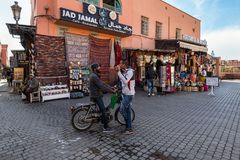 街道场面在马拉喀什,摩洛哥麦地那  库存图片