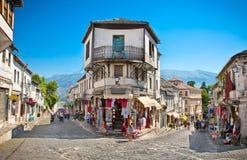 街道场面在Gjirokaster,阿尔巴尼亚 免版税库存照片