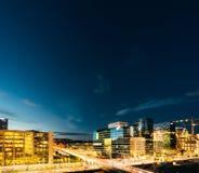 街道夜视图在市中心在奥斯陆 免版税库存照片