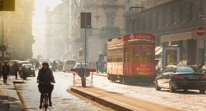 街道大气在市有它的游人的,汽车a米兰 库存图片