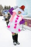 街道女演员为照片摆在冰形象在莫斯科 库存图片