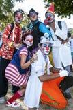 年轻街道小丑 免版税库存图片