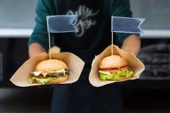 街道快餐,与bbq的汉堡包烤了牛排 免版税库存图片