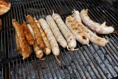 街道快餐,在bbq的烤香肠 库存图片