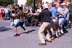 街道执行者在华盛顿广场公园, NYC招待冠 库存图片