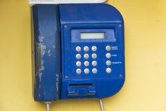 街道投币式公用电话特写镜头 免版税库存图片