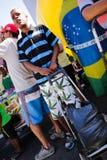 街道推销员赞成弹劾巴西 免版税库存图片
