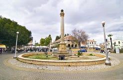 街道摄影-在凯里尼亚的环形交通枢纽占领了塞浦路斯 免版税库存照片