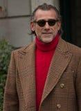 街道样式在米兰时尚星期期间为秋天/冬天2015-16 库存图片