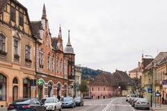 街道欧洲委员会- Sighisoara市的中央街道在罗马尼亚 库存图片