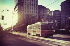 街道汽车在城市 库存图片