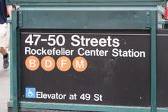 47-50街道洛克菲勒中心在NYC的地铁站 免版税库存照片