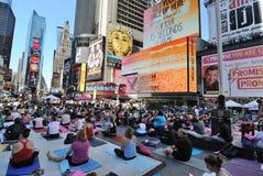 街道瑜伽 免版税库存照片