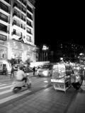 街道生活夜生活运动,在颜色的地道夜场面环境,越南 图库摄影