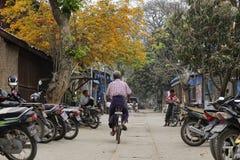 街道生活在曼德勒,缅甸 库存照片