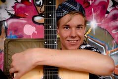 街道画吉他青少年的墙壁 免版税库存照片