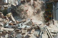 街道画艺术大厦爆破在巴黎13 免版税库存照片