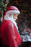 街道的圣诞老人 库存图片