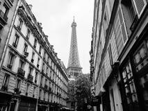 从巴黎街道的埃佛尔铁塔视图  北京,中国黑白照片 免版税图库摄影