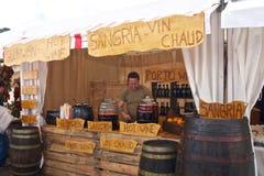 街道的桑格里酒卖主 库存图片