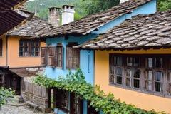 街道的看法在建筑复杂Etara,保加利亚 图库摄影