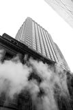 从街道的蒸气地下在NYC 库存照片