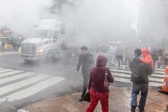 从街道的蒸气地下在NYC 免版税库存图片