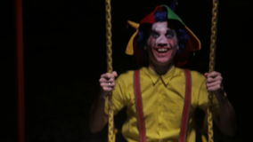 街道的蠕动的小丑,摇摆 恶梦图片 股票视频