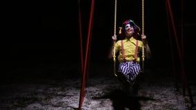 街道的蠕动的小丑,摇摆 恶梦图片 影视素材