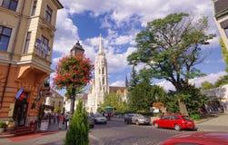 街道看法在马赛厄斯教会附近的在布达佩斯市,匈牙利 库存图片