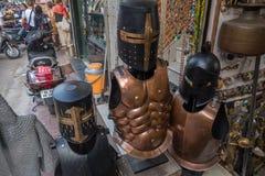 街道纪念品市场在卖身体装甲的印度 免版税库存图片