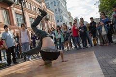 街道舞蹈表现夏天Hip Hop社论 图库摄影