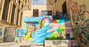 街道艺术和街道画在墙壁上在波滕扎,意大利 库存图片