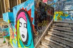街道艺术和街道画在墙壁上在波滕扎,意大利 免版税库存图片