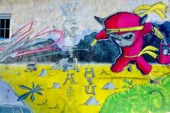 街道艺术在起动的蒙特利尔少女 免版税库存照片