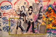 街道艺术妇女在巴黎法国 免版税库存照片