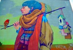 街道艺术蒙特利尔妇女鸟 库存图片