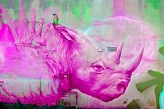 街道艺术蒙特利尔桃红色犀牛 库存照片