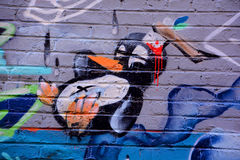 街道艺术蒙特利尔死的企鹅 免版税图库摄影