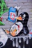 街道艺术蒙特利尔死的企鹅 免版税库存图片