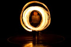 街道艺术,使用与火焰的人 图库摄影