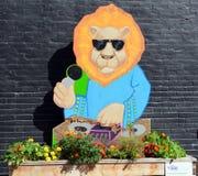 街道艺术滑稽的狮子 免版税库存图片
