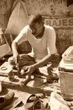 街道补鞋匠。老德里,印度。 免版税图库摄影