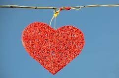 街道装饰大红色心脏 图库摄影