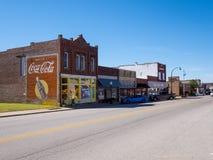 街道视图在一个小村庄在路线的66 -斯特劳德-俄克拉何马- 2017年10月16日俄克拉何马 免版税库存图片