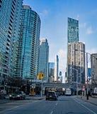 街道视图在多伦多市中心,安大略,加拿大 免版税库存图片