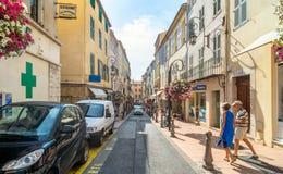街道视图在安地比斯老镇,法国 免版税库存图片