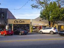 街道视图在Jenks -一个小村庄在俄克拉何马- JENKS -俄克拉何马- 2017年10月24日 库存照片