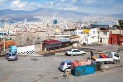 街道视图,伊兹密尔,法提赫Camii老清真寺 库存图片