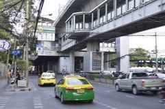 街道视图素坤逸路在曼谷泰国 免版税库存照片